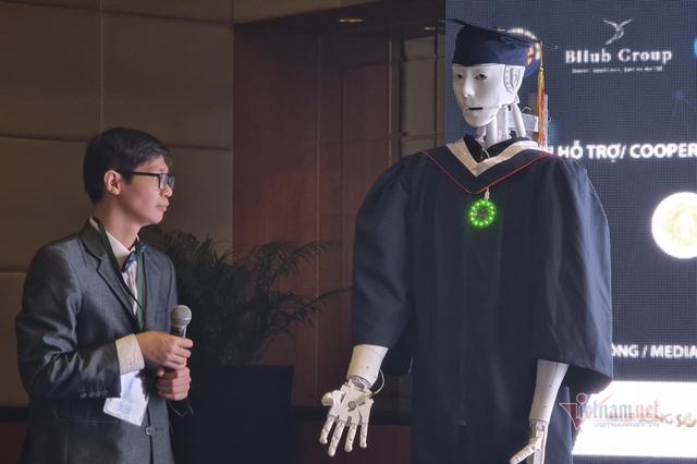 Xuất hiện robot AI Việt Nam: Biết đọc thơ, giải toán, có cả vị giác và trái tim - Ảnh 3.