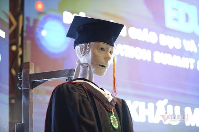 Xuất hiện robot AI Việt Nam: Biết đọc thơ, giải toán, có cả vị giác và trái tim - Ảnh 4.