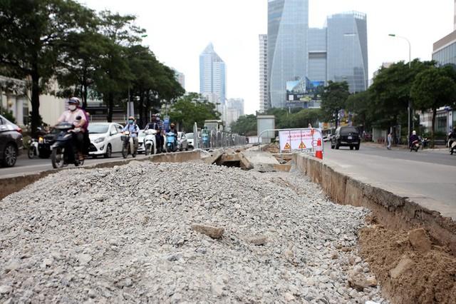 Rào chắn thi công hầm chui Lê Văn Lương tại nút giao 10 làn xe - Ảnh 5.