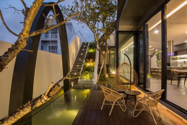 Nhà 2 tầng mở hoàn toàn với cửa kính, cả sân thượng là vườn trồng rau và khu vui chơi - Ảnh 7.