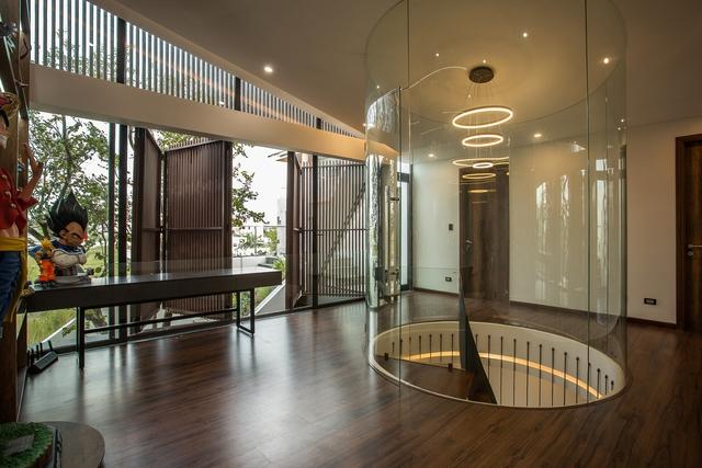 Nhà 2 tầng mở hoàn toàn với cửa kính, cả sân thượng là vườn trồng rau và khu vui chơi - Ảnh 12.