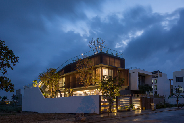 Nhà 2 tầng mở hoàn toàn với cửa kính, cả sân thượng là vườn trồng rau và khu vui chơi - Ảnh 15.