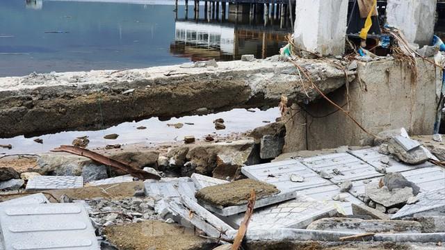 Đường đi bộ hơn 170 tỷ ven đầm ở Lăng Cô tan nát như gặp động đất - Ảnh 11.