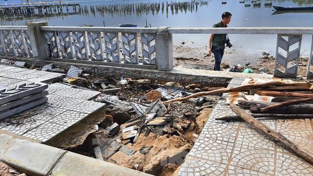Đường đi bộ hơn 170 tỷ ven đầm ở Lăng Cô tan nát như gặp động đất - Ảnh 15.