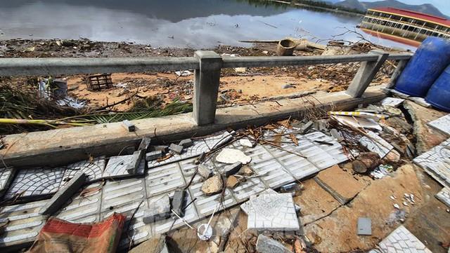 Đường đi bộ hơn 170 tỷ ven đầm ở Lăng Cô tan nát như gặp động đất - Ảnh 18.