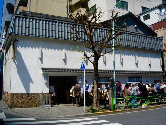 Chỉ bán cơm trứng nhưng nhà hàng Nhật này đã tồn tại suốt 250 năm, khách xếp hàng 4 tiếng cũng chưa chắc mua được - Ảnh 3.