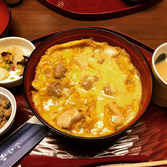 Chỉ bán cơm trứng nhưng nhà hàng Nhật này đã tồn tại suốt 250 năm, khách xếp hàng 4 tiếng cũng chưa chắc mua được - Ảnh 9.