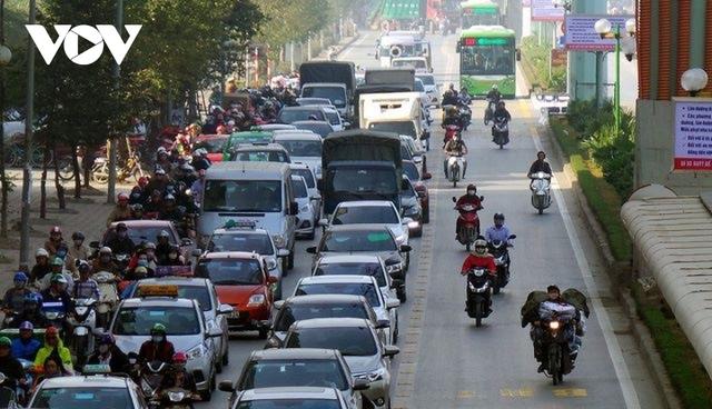 Hà Nội lại đề xuất đường riêng cho xe buýt: Hãy nhìn vào tuyến BRT đang vận hành  - Ảnh 2.