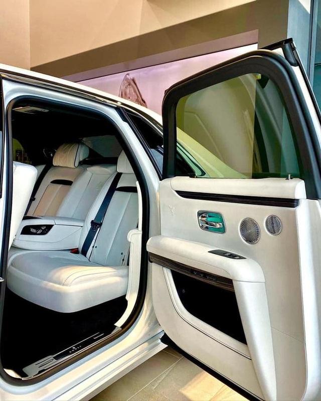 Rộ tin Rolls-Royce Ghost 2021 đầu tiên lên đường về Việt Nam, cập bến ngày đầu năm sau - Ảnh 2.