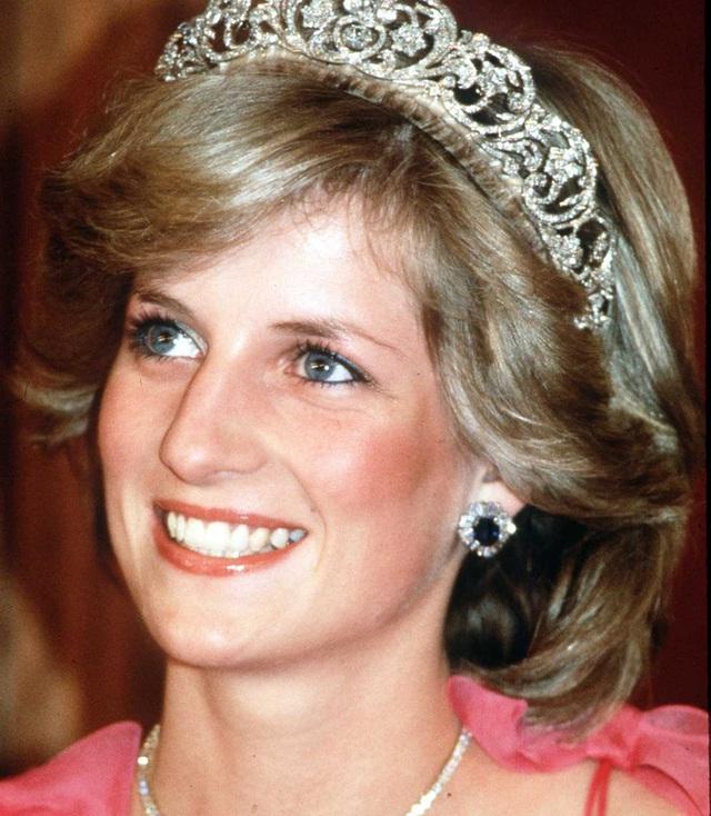 Được công nhận là nữ nhân Hoàng gia xinh đẹp nhất thế giới, chẳng ai biết Công nương Diana lại cực kỳ tự ti về tận 5 điểm trên cơ thể mình - Ảnh 1.