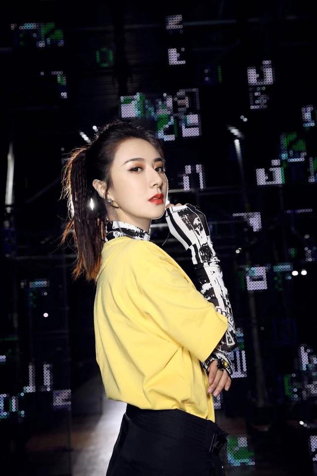 Kiếm hơn nghìn tỷ chỉ sau 7 tiếng, nữ hoàng livestream xứ Trung làm thế nào để từ chủ shop thời trang vô danh trở thành triệu phú? - Ảnh 14.