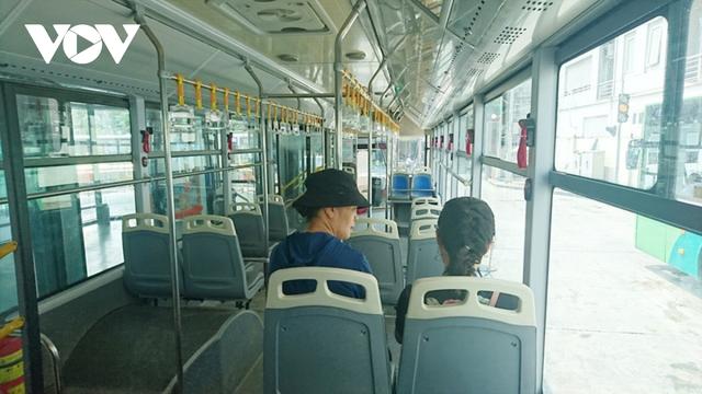 Hà Nội lại đề xuất đường riêng cho xe buýt: Hãy nhìn vào tuyến BRT đang vận hành  - Ảnh 5.