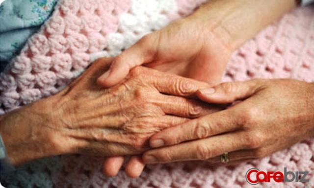 Cụ ông 88 tuổi tặng nhà 10 tỉ cho chủ quầy hoa quả xa lạ: Bí ẩn nguyên nhân bất ngờ!  - Ảnh 1.