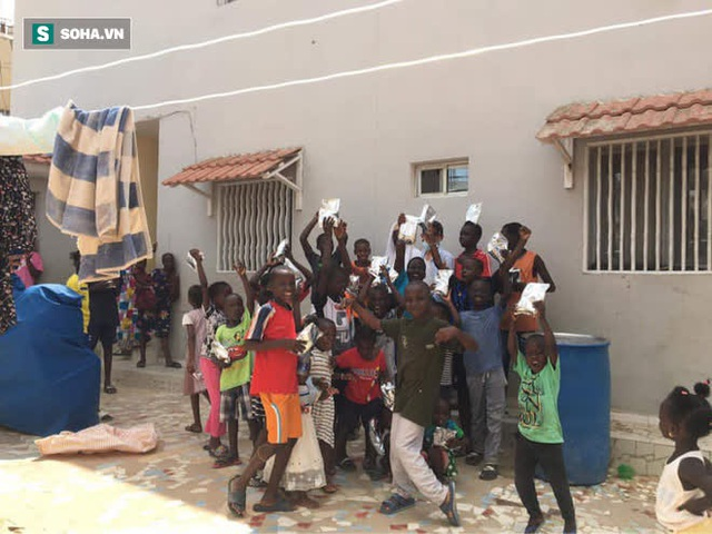 """Dương """"nem"""" nổi tiếng Senegal: 18 năm trả giá nơi xứ người, kiếm được tiền nhưng chỉ muốn về nước sống với túp lều tranh - Ảnh 5."""