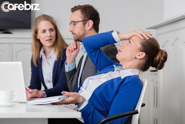 Đồng nghiệp dù có thân đến mấy cũng không thể cởi lòng cởi dạ, bạn cần học cách giữ im lặng trong một số vấn đề - Ảnh 2.
