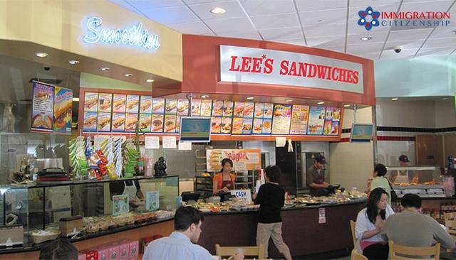 Chàng trai bán dạo quà vặt cổng trường trở thành ông chủ chuỗi 60 cửa hàng bánh mì Việt lớn nhất nước Mỹ - Ảnh 2.