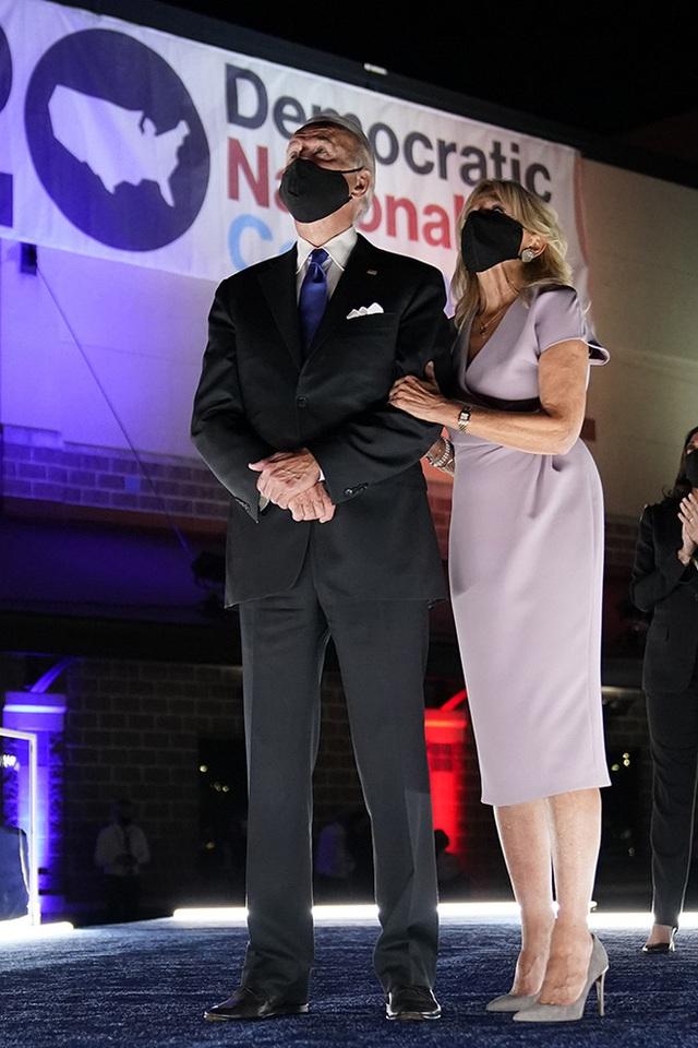 Hậu phương của ông Biden: Vị phu nhân gần 70 tuổi sắc nước hương trời với gu thời trang thanh lịch, giản dị đậm nét Hoàng gia - Ảnh 11.