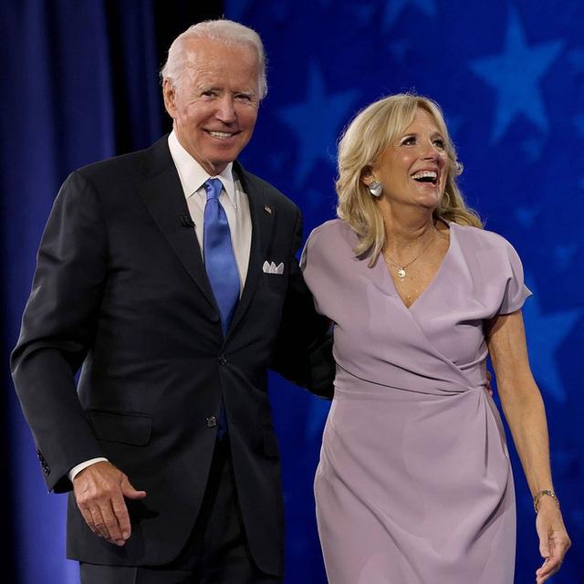 Hậu phương của ông Biden: Vị phu nhân gần 70 tuổi sắc nước hương trời với gu thời trang thanh lịch, giản dị đậm nét Hoàng gia - Ảnh 12.