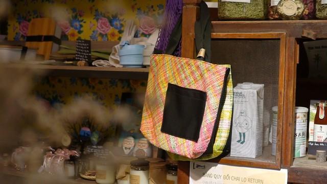 9x biến ni-lông thành túi xách không đụng hàng, giá từ 220k/cái - Ảnh 1.