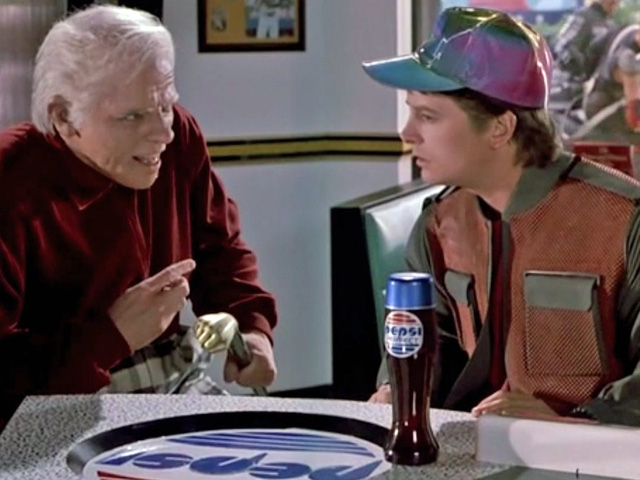 Cách Pepsi tự đạp đổ nồi cơm của mình: Chuẩn bị 26 năm mới tung ra 13.000 chai nước, ế hàng vì giá quá đắt - Ảnh 1.