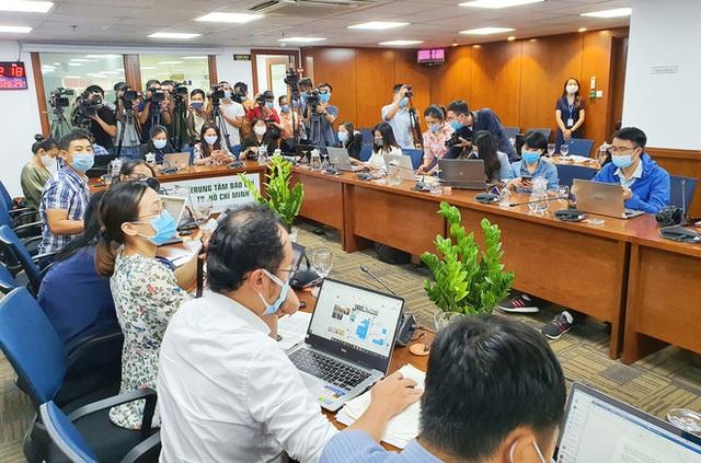 TP.HCM sẽ xử phạt nam tiếp viên Vietnam Airlines: Sai phạm đến đâu, xử lý đến đó - Ảnh 2.