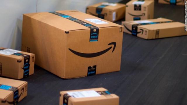 [Bài 11/12] Vị khách đầu tiên của Amazon: Bỏ 27,95 USD mua sách, tên được đặt cho cả một tòa nhà của tập đoàn để 'tri ân' - Ảnh 1.
