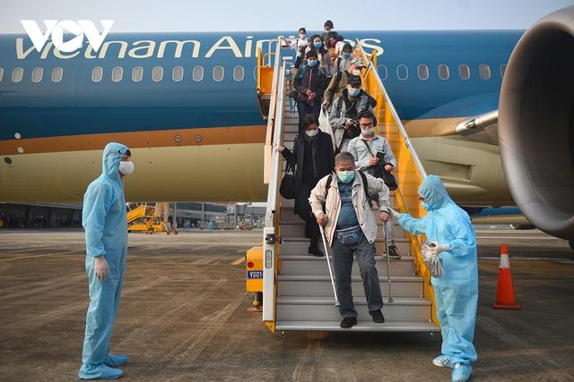 Dừng bay quốc tế sau khi tiếp viên vi phạm quy định cách ly phòng Covid-19 - Ảnh 1.
