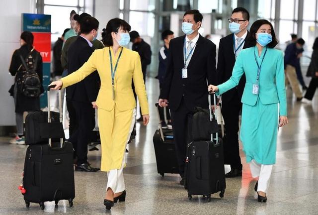 Vietnam Airlines lên tiếng xin lỗi vụ nam tiếp viên lây lan Covid-19 ra cộng đồng - Ảnh 1.