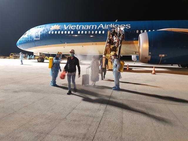 Vietnam Airlines lên tiếng xin lỗi vụ nam tiếp viên lây lan Covid-19 ra cộng đồng - Ảnh 2.