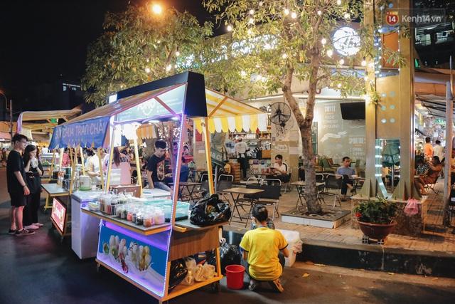 Cận cảnh phố đi bộ đêm thứ 3 vừa hoạt động thử nghiệm ở Sài Gòn - Ảnh 13.