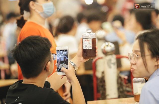 Cận cảnh phố đi bộ đêm thứ 3 vừa hoạt động thử nghiệm ở Sài Gòn - Ảnh 18.