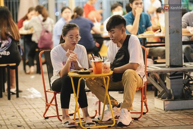 Cận cảnh phố đi bộ đêm thứ 3 vừa hoạt động thử nghiệm ở Sài Gòn - Ảnh 20.