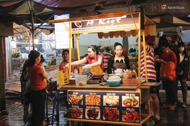 Cận cảnh phố đi bộ đêm thứ 3 vừa hoạt động thử nghiệm ở Sài Gòn - Ảnh 22.