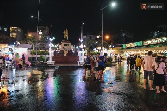 Cận cảnh phố đi bộ đêm thứ 3 vừa hoạt động thử nghiệm ở Sài Gòn - Ảnh 5.