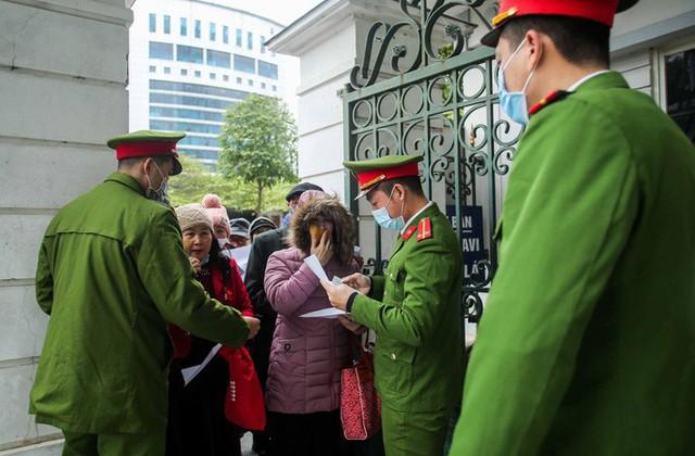 CLIP: Phiên tòa xử vụ án đa cấp Liên Kết Việt triệu tập kỷ lục hơn 6.000 bị hại  - Ảnh 3.