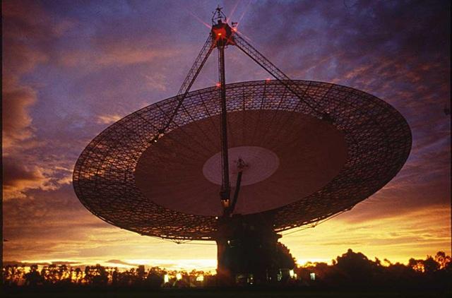 Phát hiện tín hiệu bí ẩn phát ra từ ngôi sao ngay sát Hệ Mặt Trời, có thể là của người ngoài hành tinh - Ảnh 1.