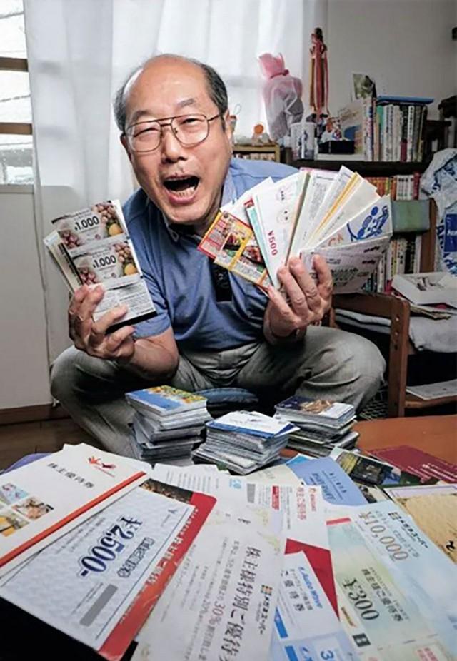 36 năm không tiêu tiền, người đàn ông Nhật Bản sống nhờ... voucher - Ảnh 1.