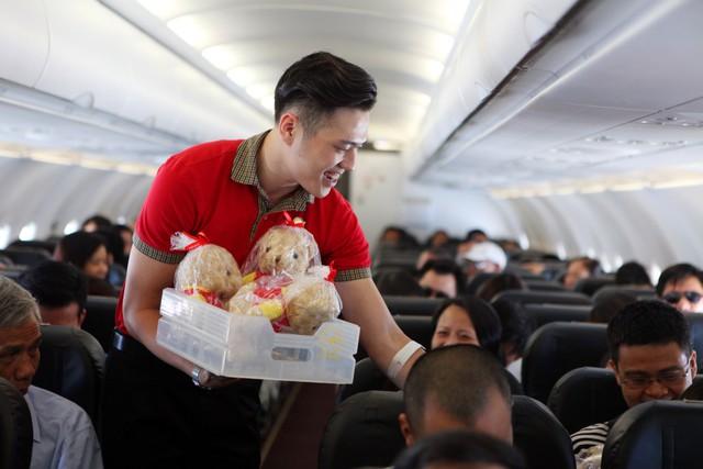 """10 năm ấn tượng của Vietjet Air: Mô hình hàng không giá rẻ, chiến lược """"bikini airlines"""" và nữ tỷ phú đô la duy nhất của Việt Nam - Ảnh 3."""