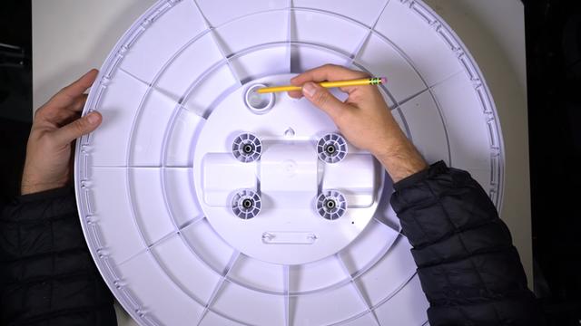 Mổ bụng chảo vệ tinh Đĩa Thị Mặt Mẹt của Starlink: toàn là chip do SpaceX tự sản xuất, có dàn ăng-ten tí hon hướng lên trời tự động dò vệ tinh để bắt sóng - Ảnh 4.