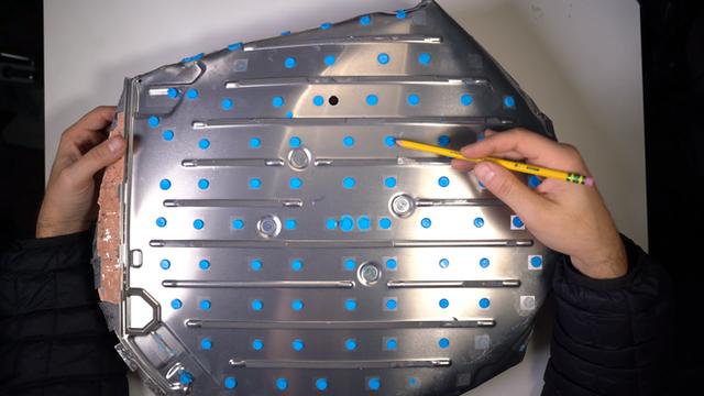 Mổ bụng chảo vệ tinh Đĩa Thị Mặt Mẹt của Starlink: toàn là chip do SpaceX tự sản xuất, có dàn ăng-ten tí hon hướng lên trời tự động dò vệ tinh để bắt sóng - Ảnh 13.