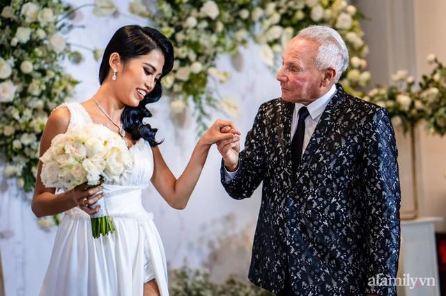 Chuyện tình của cô gái Việt 26 tuổi và bạn trai 72 tuổi người Mỹ: Lời hứa hẹn lo tất cả sau lần hẹn thứ hai và buổi đính hôn siêu sang chảnh tại khách sạn 6 sao Sài Gòn! - Ảnh 7.