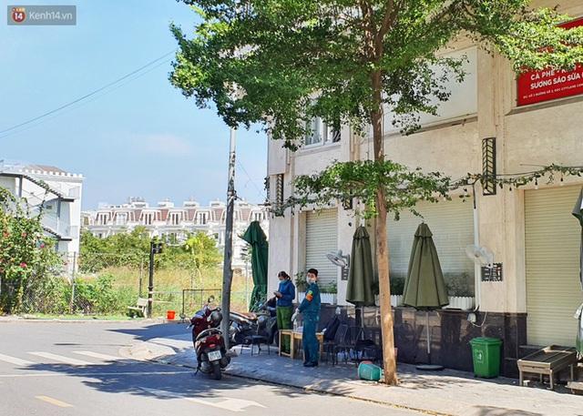 Dỡ phong toả một khu dân cư tại quận Gò Vấp sau khi ca nghi nhiễm Covid-19 có kết quả xét nghiệm âm tính - Ảnh 12.