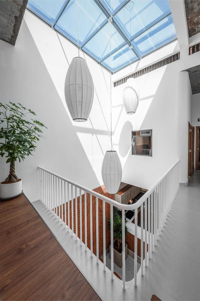 Công trình bằng gạch nung được cải tạo từ nhà kho ở Phan Thiết, đẹp lung linh trên báo Mỹ - Ảnh 4.
