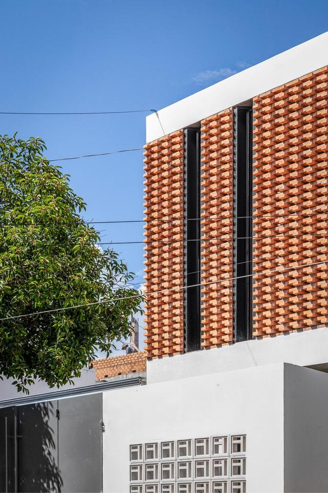 Công trình bằng gạch nung được cải tạo từ nhà kho ở Phan Thiết, đẹp lung linh trên báo Mỹ - Ảnh 5.