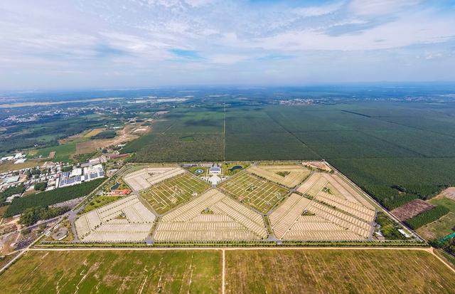 Cận cảnh hoa viên nghĩa trang hơn 2.000 tỷ đồng, có cảnh quan đẹp bậc nhất Việt Nam - Ảnh 2.