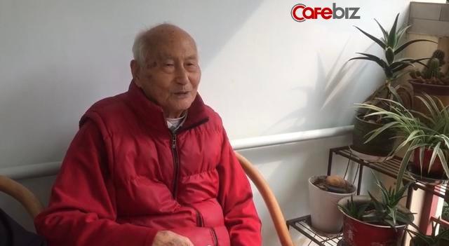 Ông lão 103 tuổi mỗi ngày đều lên mạng học và chia sẻ bí quyết vui vẻ sống lâu của mình là... điện thoại di động - Ảnh 2.