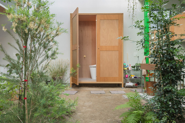 Căn nhà yên vui dưới bóng nắng và cây xanh của gia đình trẻ ở Nhật Bản - Ảnh 6.