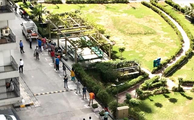 Cảnh sát Ấn Độ thẳng tay trừng phạt người vi phạm lệnh phong tỏa vì Covid-19: Từ quất gậy đến bắt chống đẩy giữa phố để răn đe - Ảnh 5.