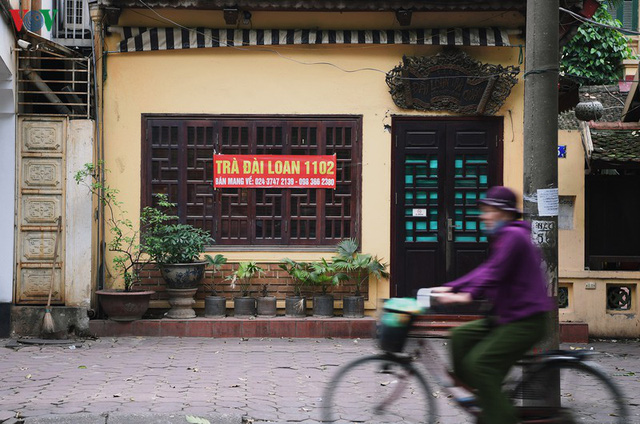 Phố phường Hà Nội tĩnh lặng sau lệnh đóng cửa quán xá của Thủ tướng - Ảnh 13.