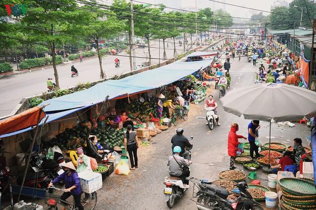 Phố phường Hà Nội tĩnh lặng sau lệnh đóng cửa quán xá của Thủ tướng - Ảnh 19.